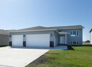 3353 S 43RD AVE, GRAND FORKS, ND 58201