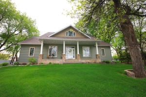 1424 BELMONT RD, GRAND FORKS, ND 58201