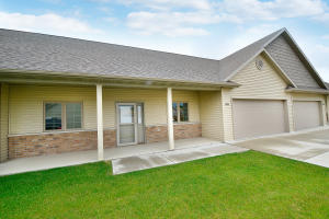 5810 FOUNTAIN VISTA DR, GRAND FORKS, ND 58201