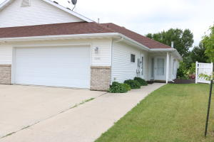 2835 17TH AVE S, GRAND FORKS, ND 58201