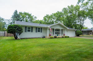 402 34TH AVE S, GRAND FORKS, ND 58201