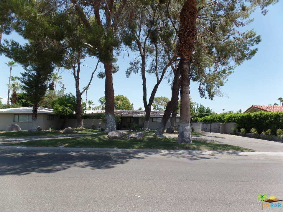 Photo of 332 N SUNSET Way, Palm Springs, CA 92262