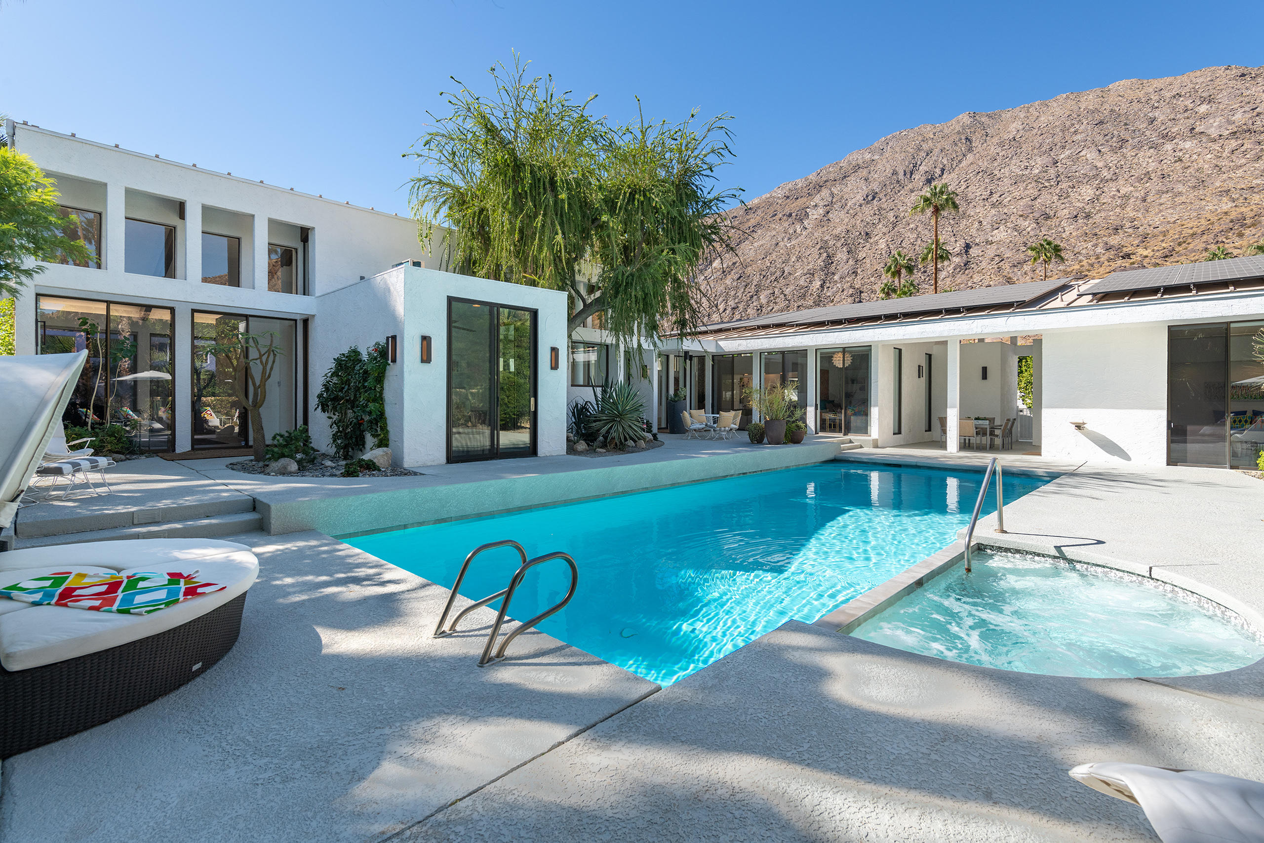 Photo of 550 Santa Rosa Drive, Palm Springs, CA 92262