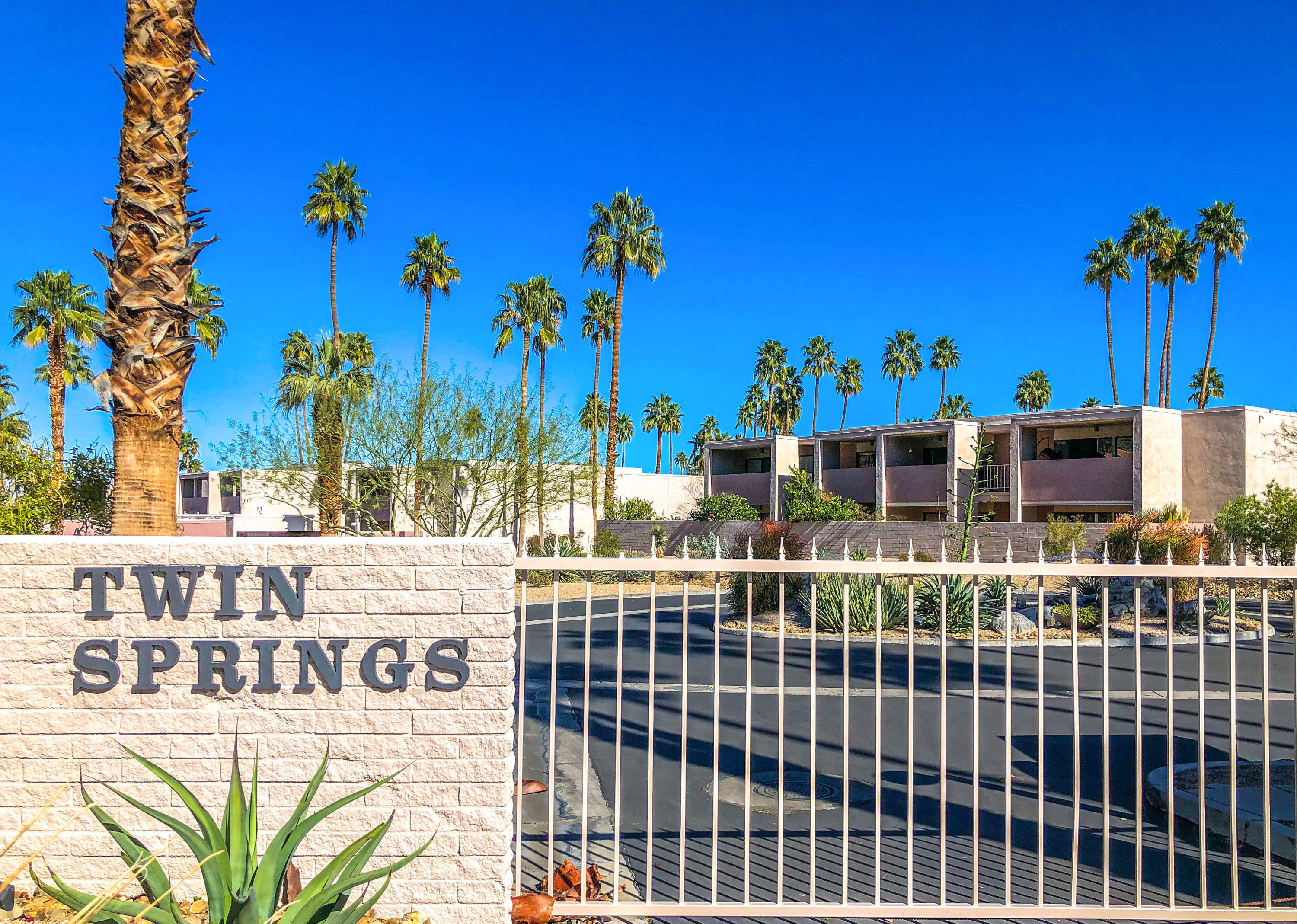 2696 S Sierra Madre F14, Palm Springs, California
