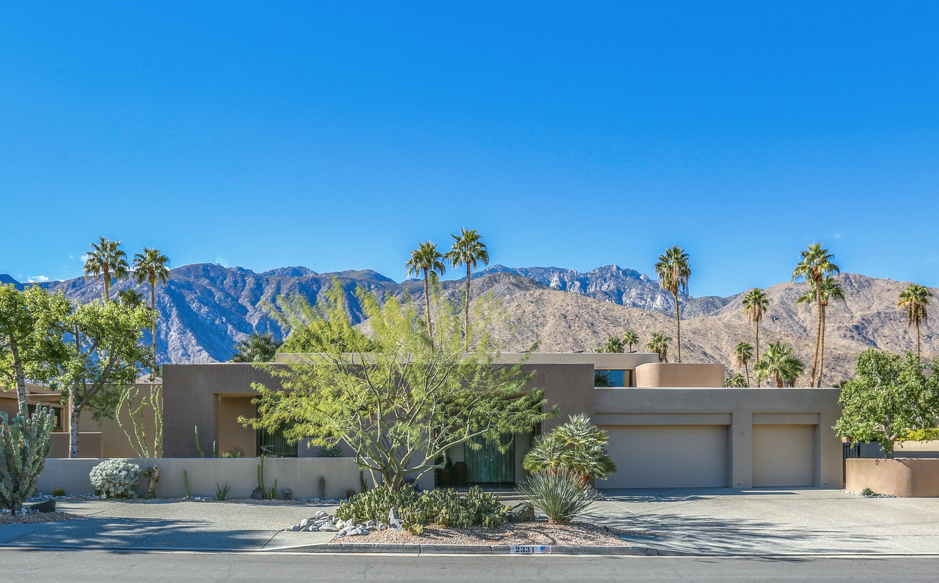 Photo of 2331 S Caliente Drive, Palm Springs, CA 92264