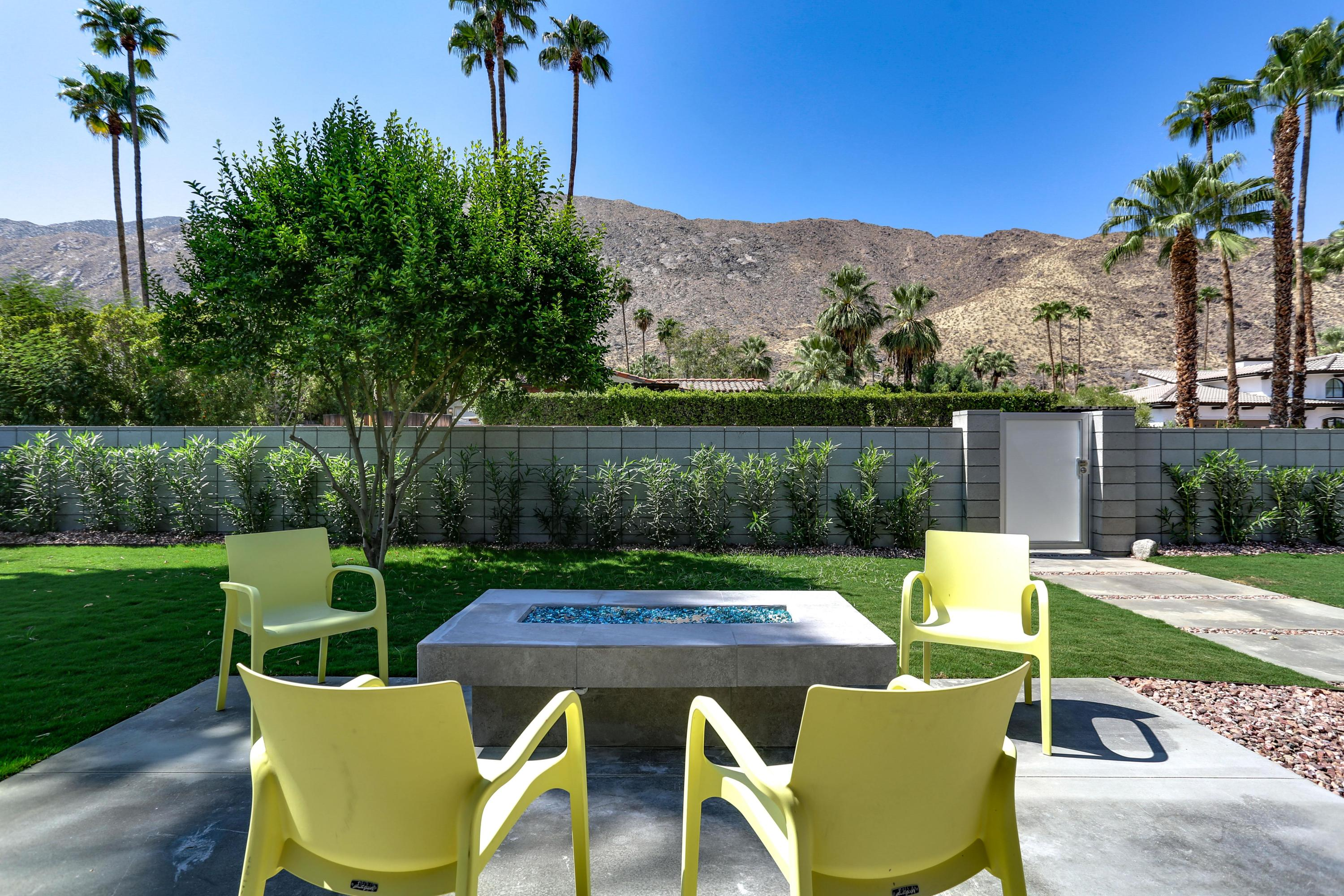 Photo of 372 S Monte Vista Drive, Palm Springs, CA 92262