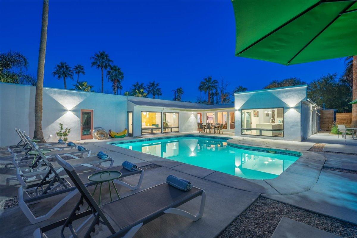 Photo of 291 W Overlook Road, Palm Springs, CA 92264