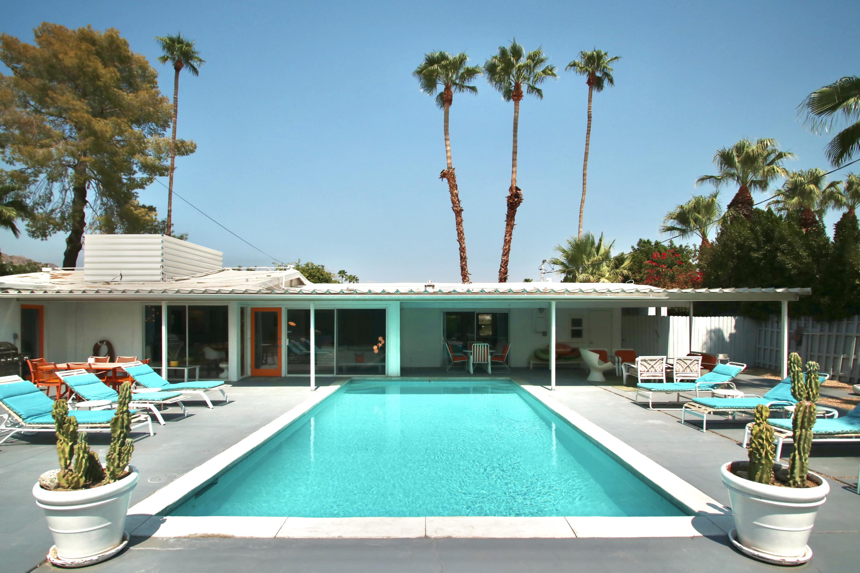 Photo of 877 S Riverside Drive, Palm Springs, CA 92264
