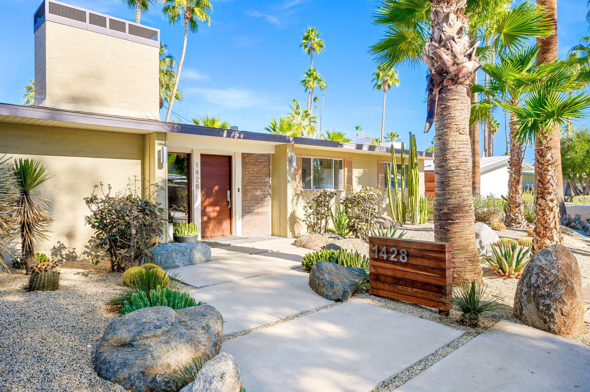 Photo of 1428 E San Lorenzo Road, Palm Springs, CA 92264