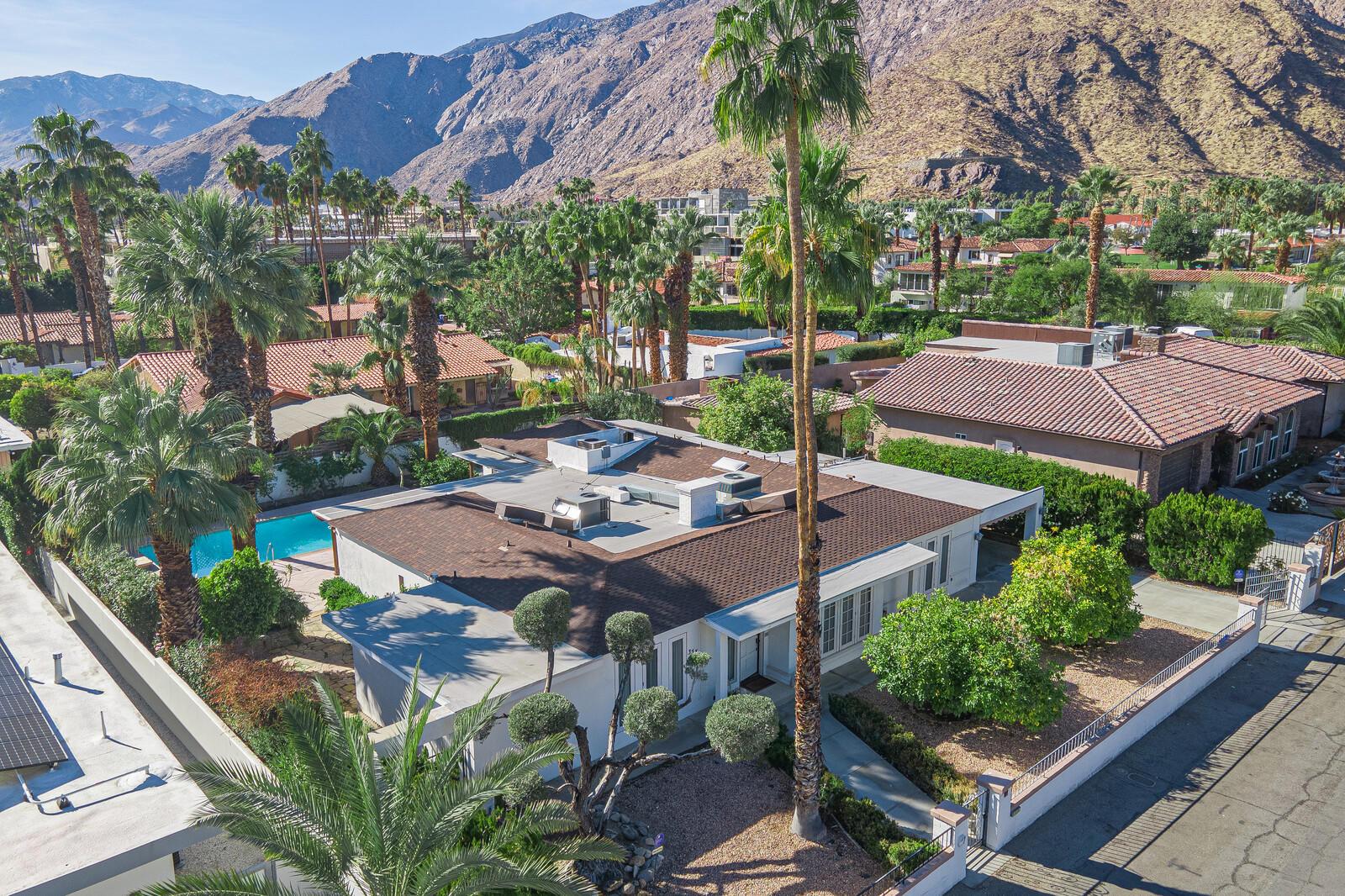 Photo of 355 E Valmonte Sur, Palm Springs, CA 92262