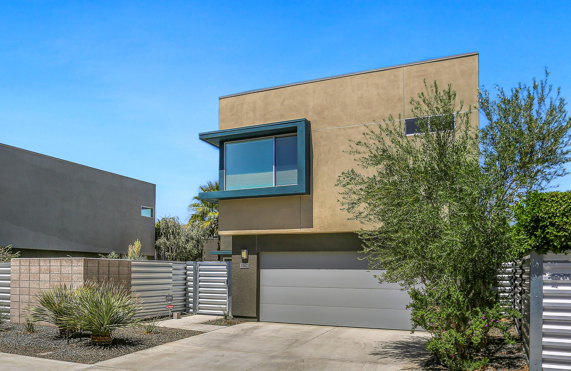 Photo of 1062 Hunter Drive, Palm Springs, CA 92262