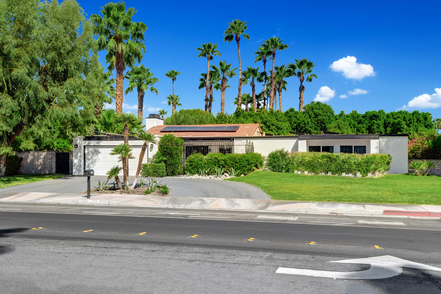 Photo of 1200 N Avenida Caballeros, Palm Springs, CA 92262