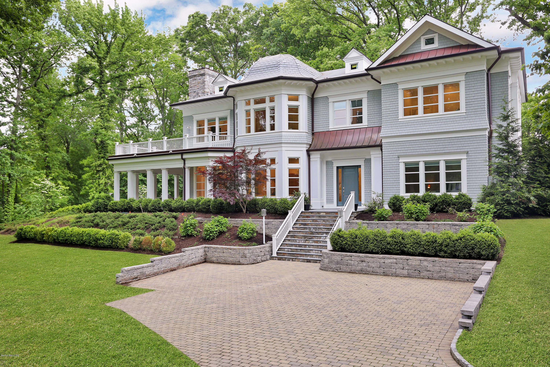 22 Oak Drive - Riverside, Connecticut