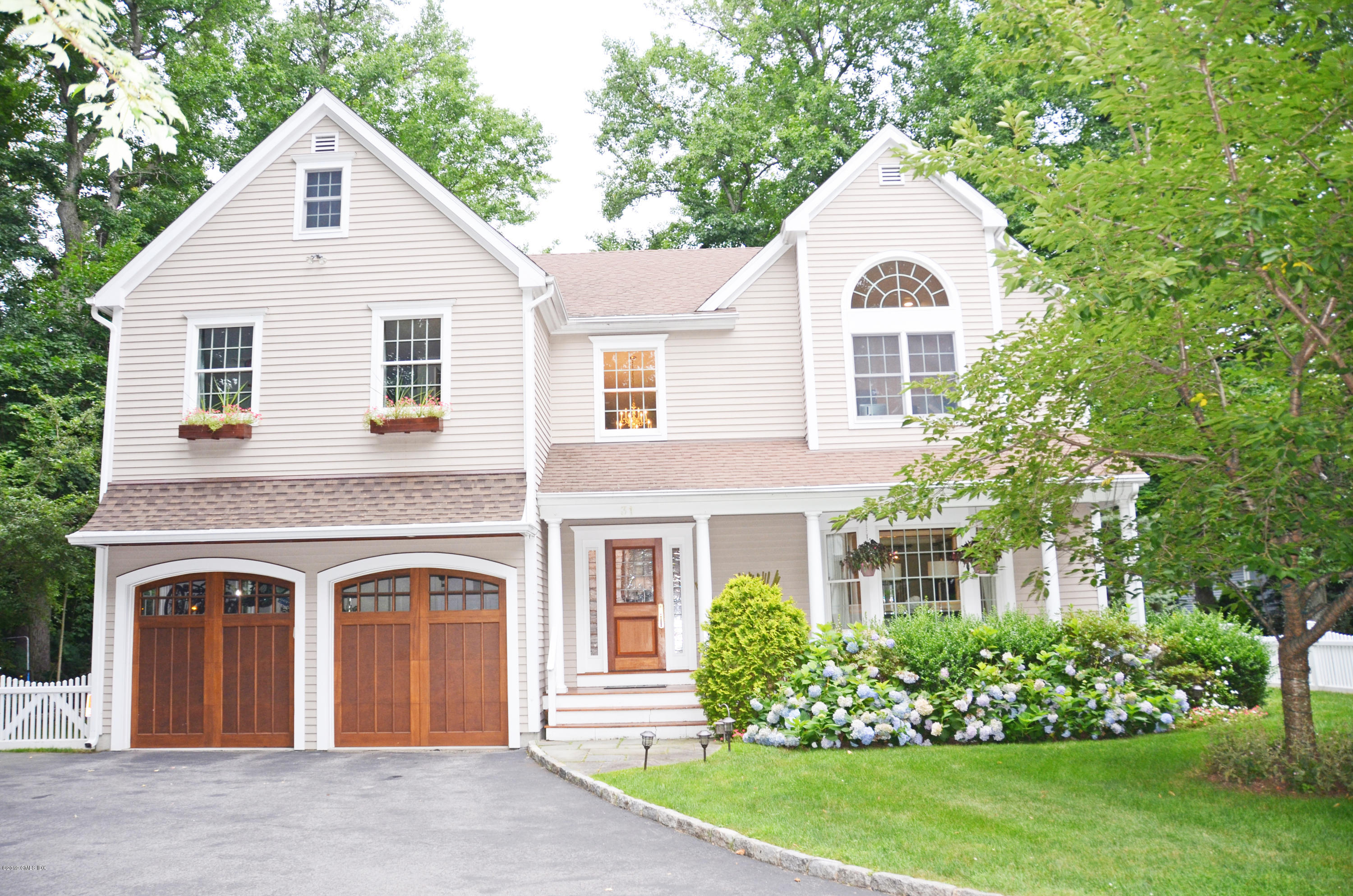 31 Lockwood Road - Riverside, Connecticut
