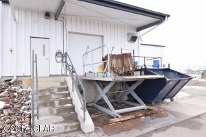 Dock with Adjustable Lift
