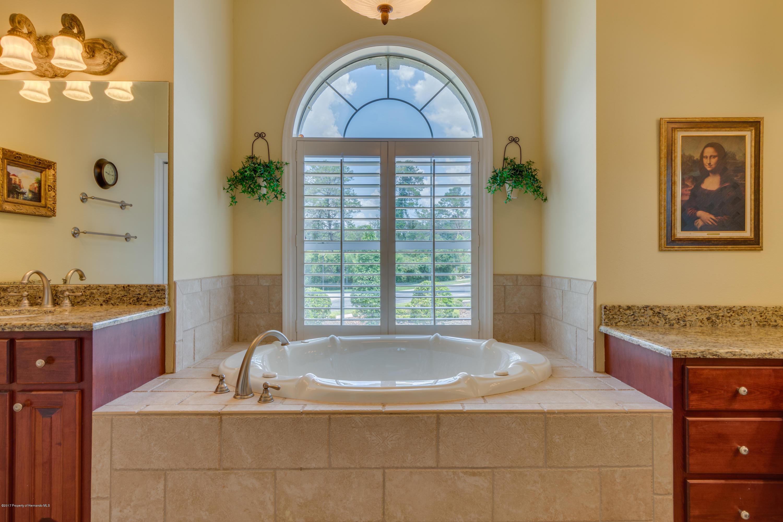 Tub & split dual vanities