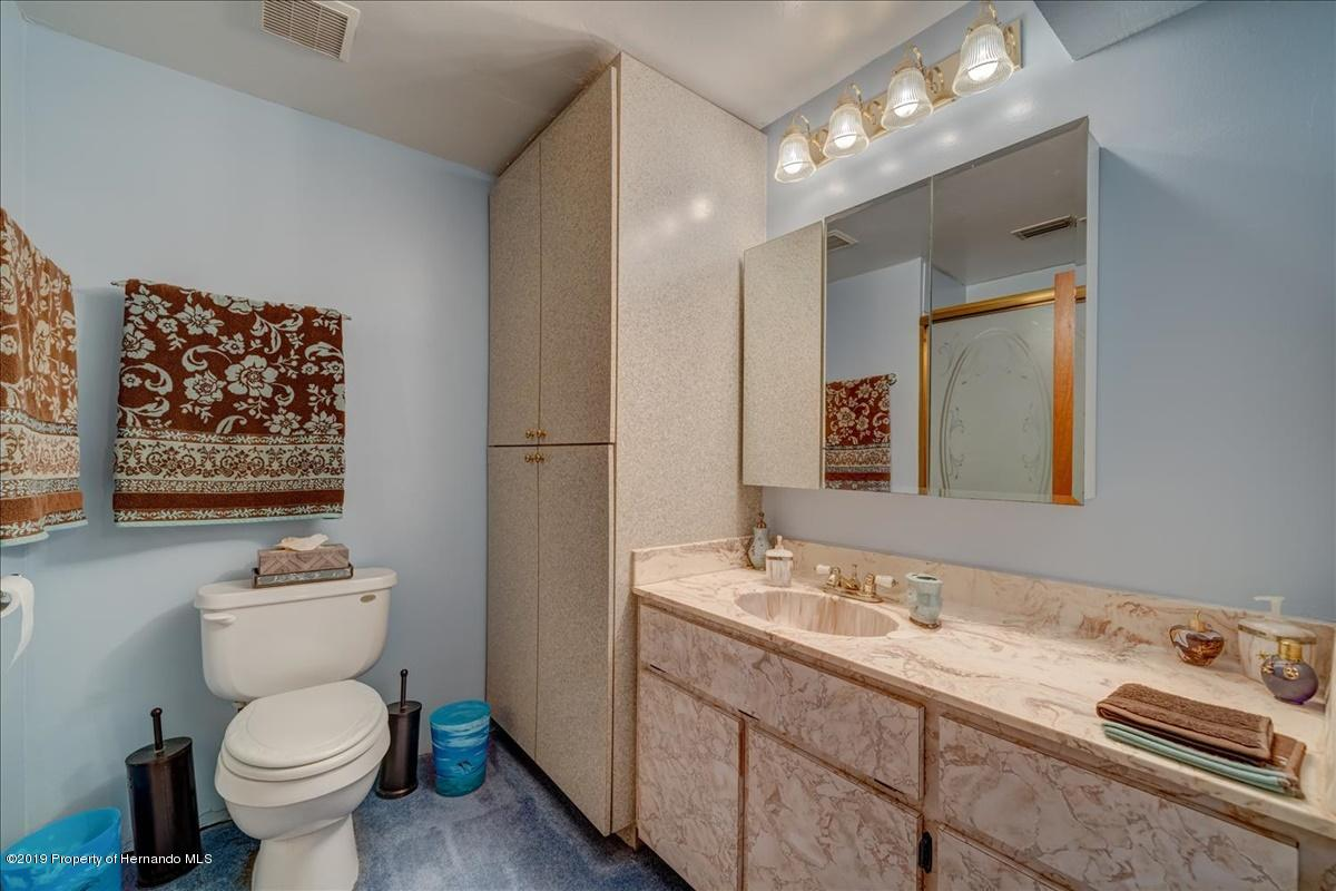 17-Master bathroom