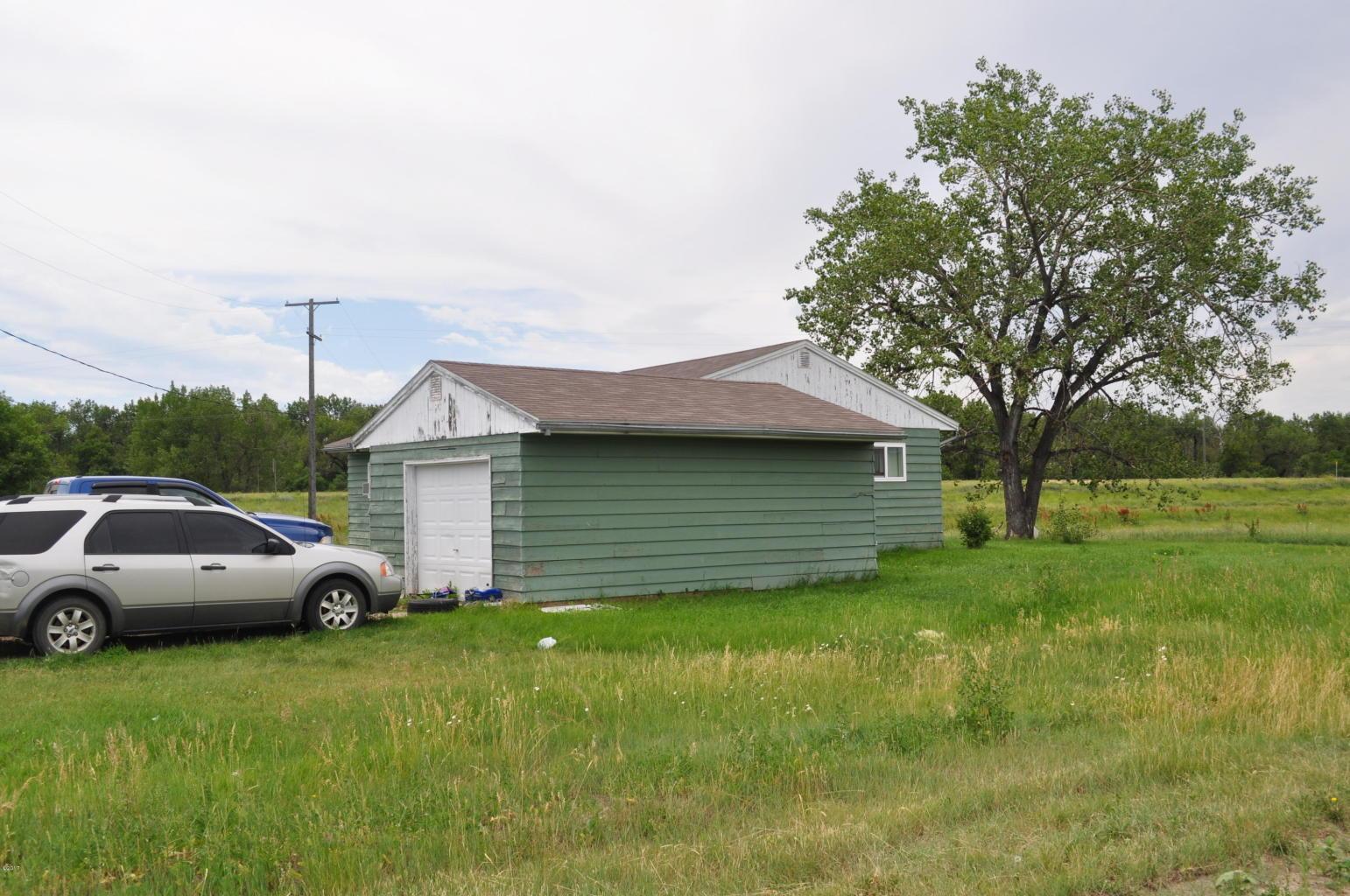 15 - Houses Garage