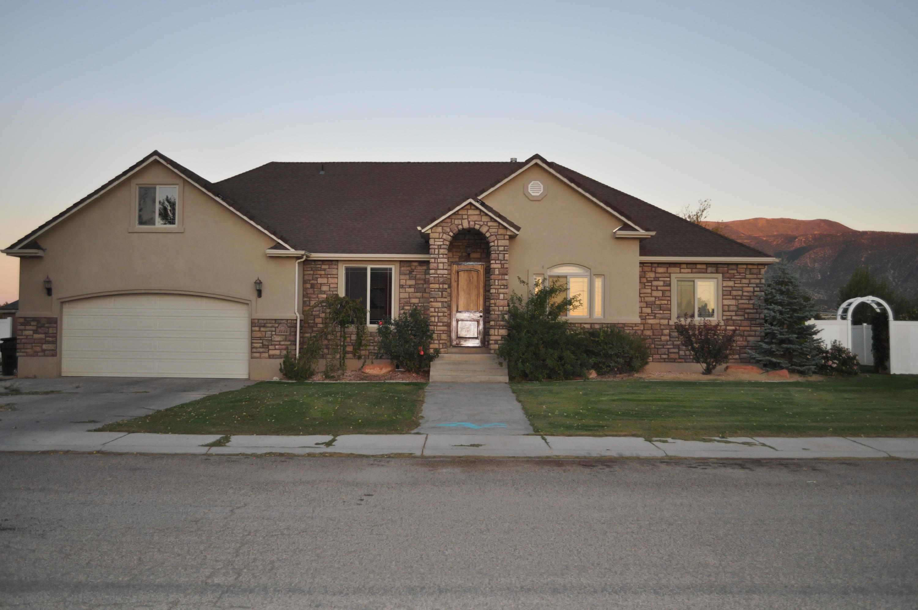 91520 3444 Covered Wagon DR Enoch UT