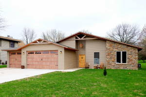 994 S Emerald Hills Drive, Arnolds Park, IA 51331