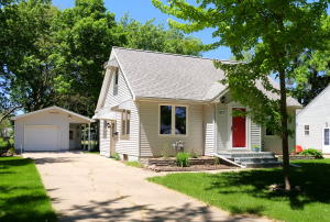 927 N 12th Street, Estherville, IA 51334