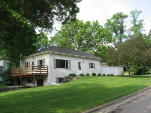 601 14TH ST, Spirit Lake, IA 51360