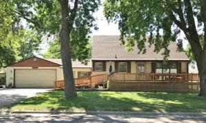 327 N 16th Place, Estherville, IA 51334