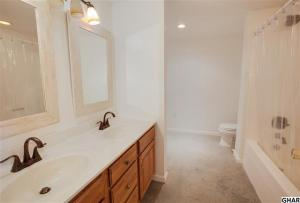 Additional photo for property listing at 200 SNOW DRIVE  Fredericksburg, 賓夕法尼亞州 17026 美國