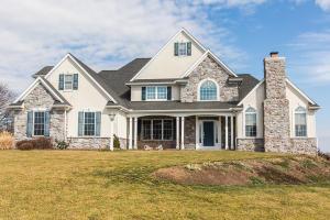 独户住宅 为 销售 在 105 BRITTANY LANE 立提兹市, 宾夕法尼亚州 17543 美国