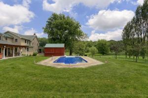 Additional photo for property listing at 325 HUNTZINGER ROAD  Wernersville, Pennsylvania 19565 Estados Unidos
