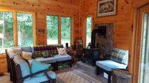 Additional photo for property listing at 300 MOUNTAIN TOP ROAD  Reinholds, Pennsylvania 17569 Estados Unidos
