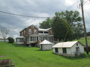 Casa Unifamiliar por un Venta en 17549 HARES VALLEY ROAD Mapleton Depot, Pennsylvania 17052 Estados Unidos