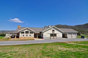 725 Dry Valley Rd, Townsend, TN 37882