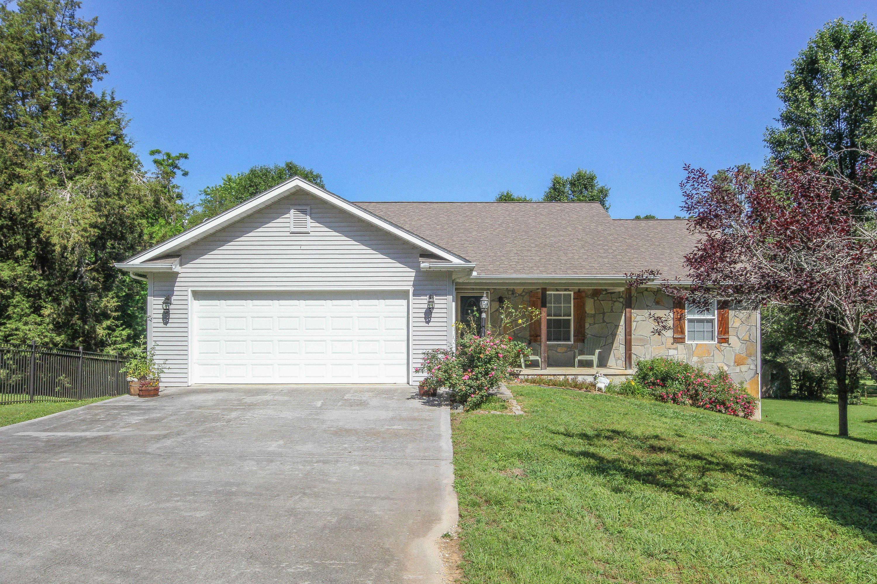 917 Frontier Circle