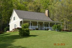 718 Copperhead Hollow Rd, Mountain City, TN 37683