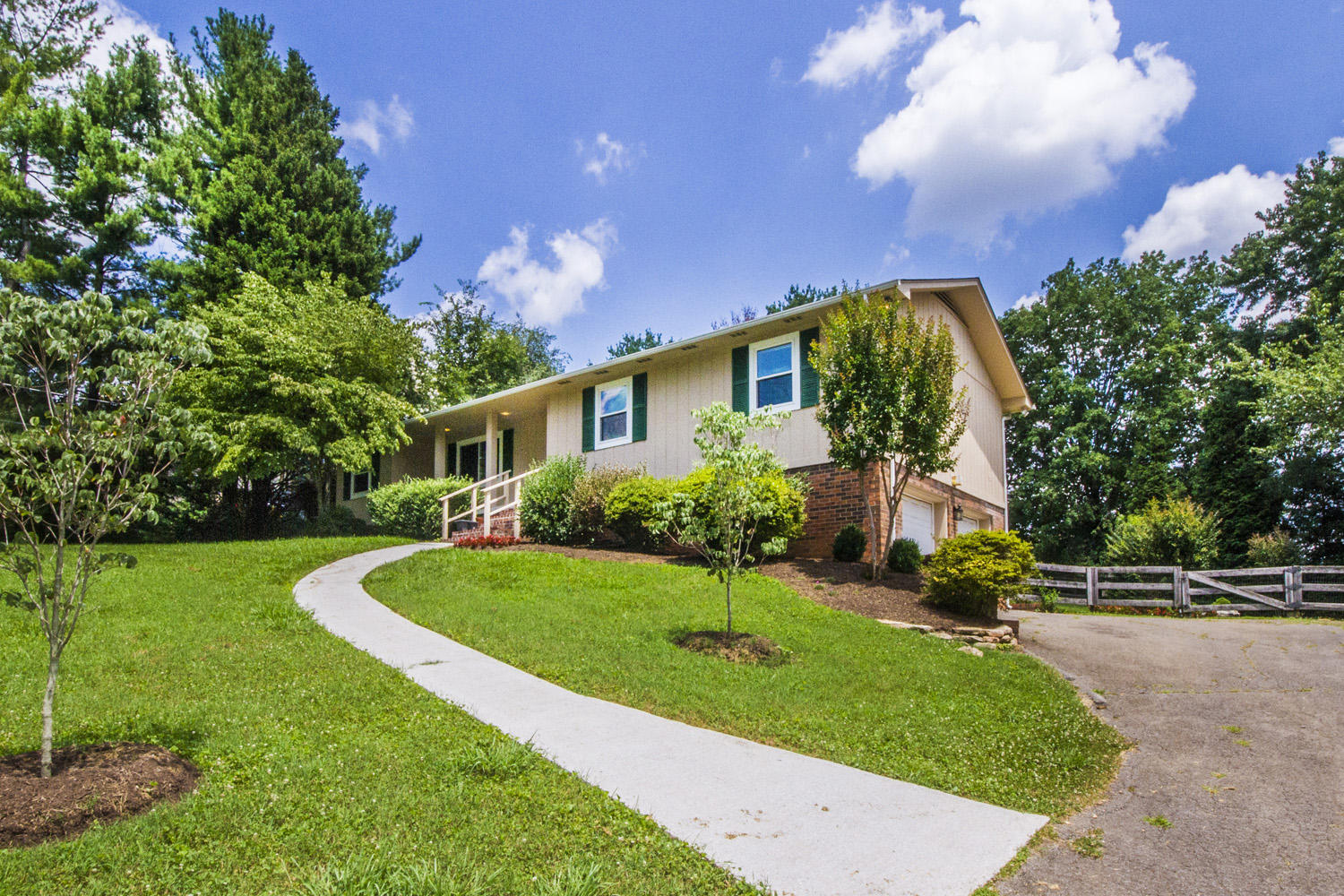 1028 SANDERS RD, KNOXVILLE, TN 37923