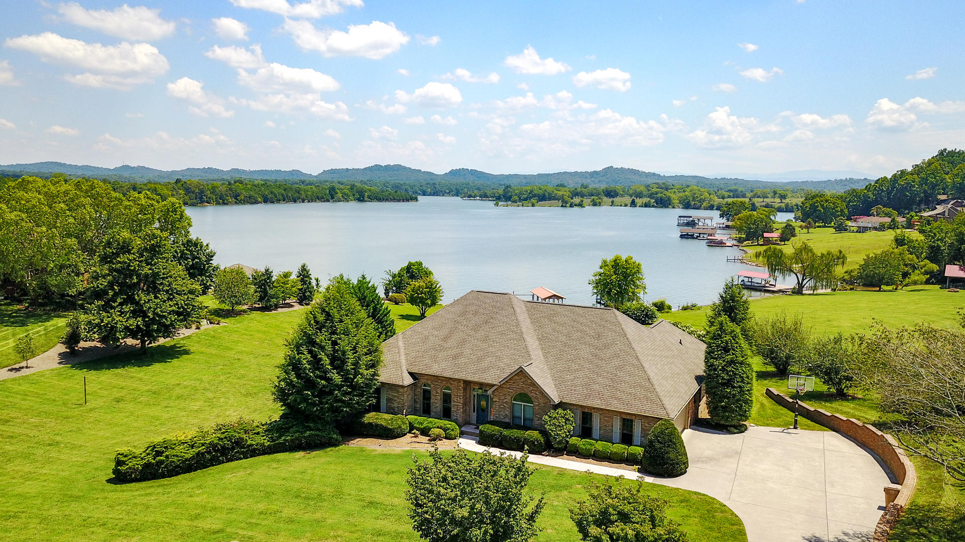 648 WATERSHAW DRIVE, FRIENDSVILLE, TN 37737