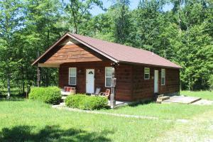 1070 Roanoke Rd, Jamestown, TN 38556