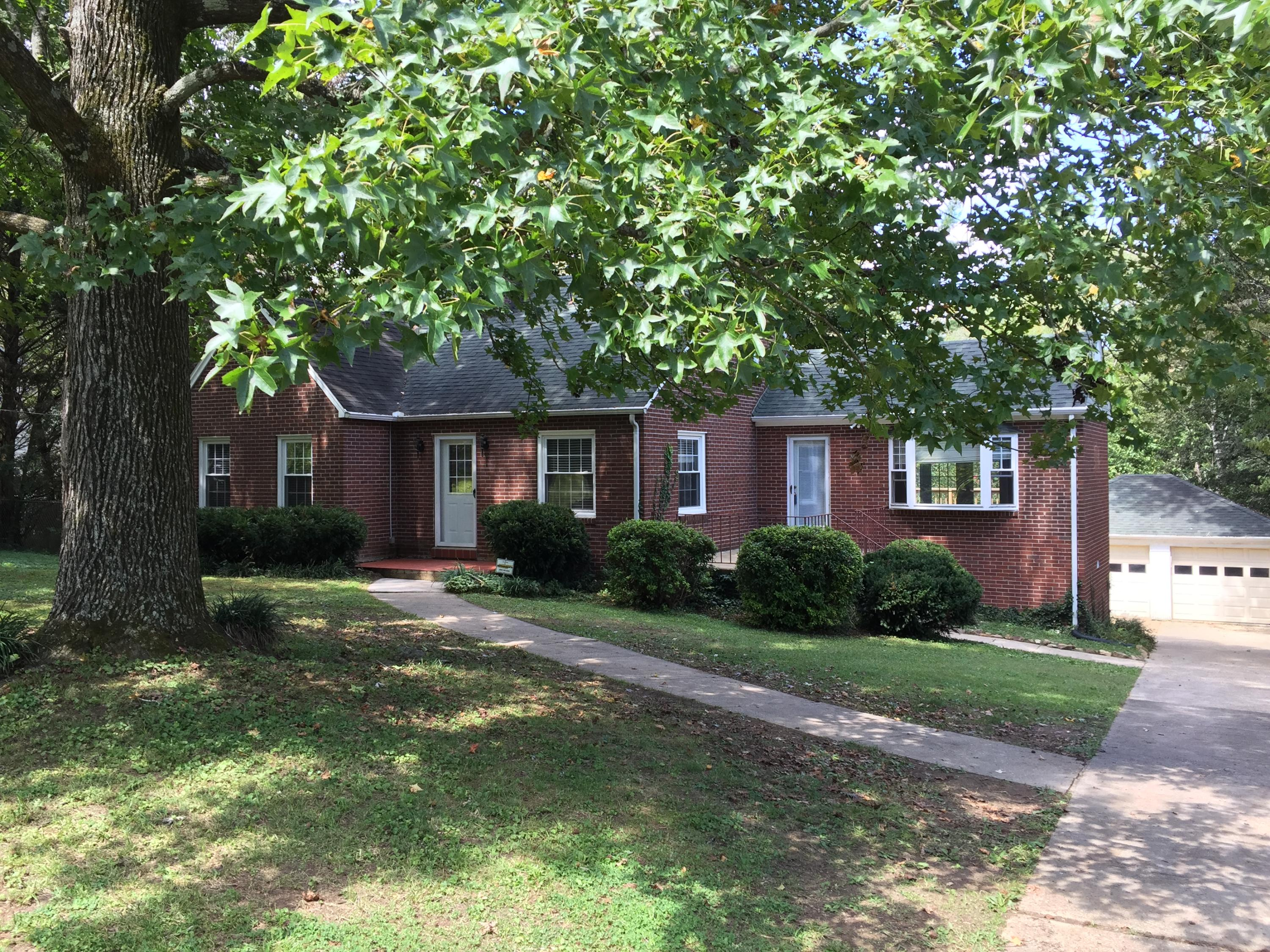 5207 Holston Drive, Knoxville, Tennessee 37914, 3 Bedrooms Bedrooms, ,2 BathroomsBathrooms,Single Family,For Sale,Holston,1015793