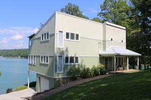 Property for sale at 483 Fox Lake Lane, Lafollette,  TN 37766