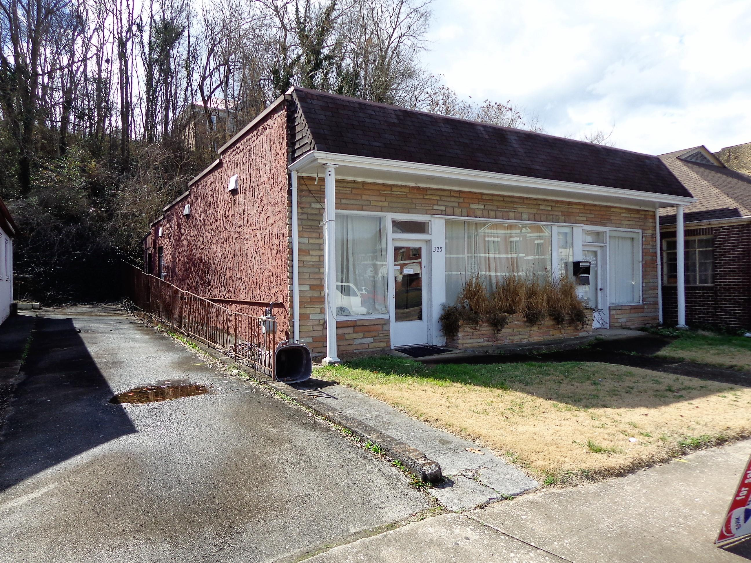 325 Broadway, Newport, Tennessee 37821, ,Commercial,For Sale,Broadway,1031476
