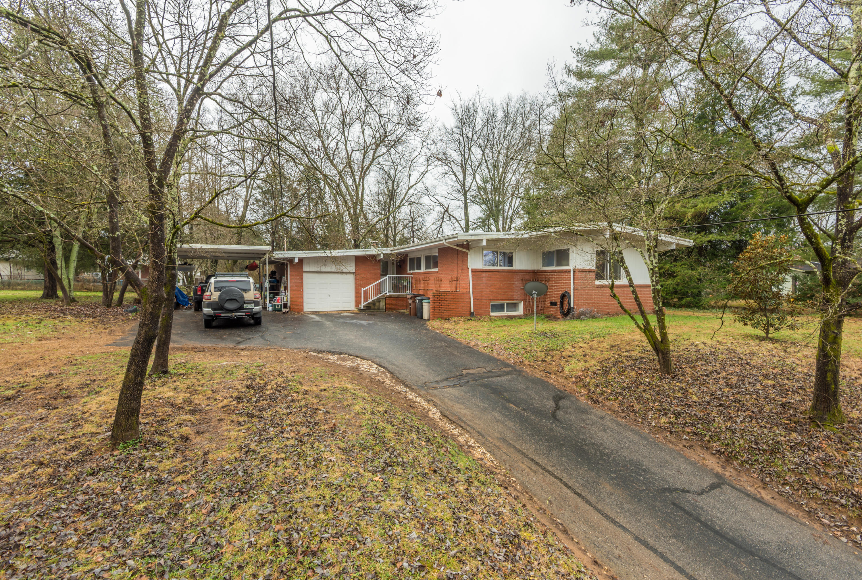 111 Dayton, Oak Ridge, Tennessee, United States 37830, 4 Bedrooms Bedrooms, ,3 BathroomsBathrooms,Single Family,For Sale,Dayton,1031925