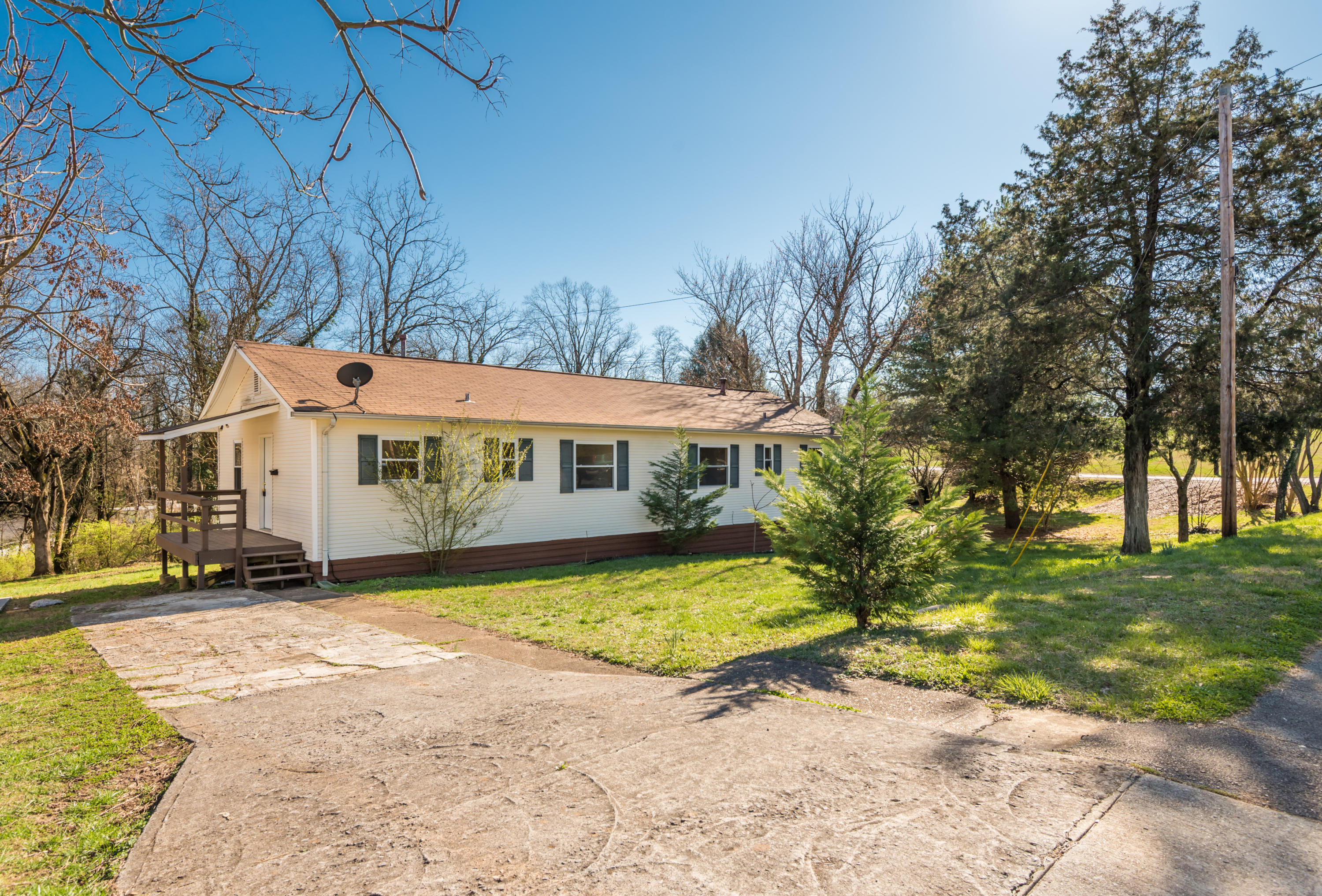 433 Outer, Oak Ridge, Tennessee, United States 37830, 4 Bedrooms Bedrooms, ,2 BathroomsBathrooms,Single Family,For Sale,Outer,1032532
