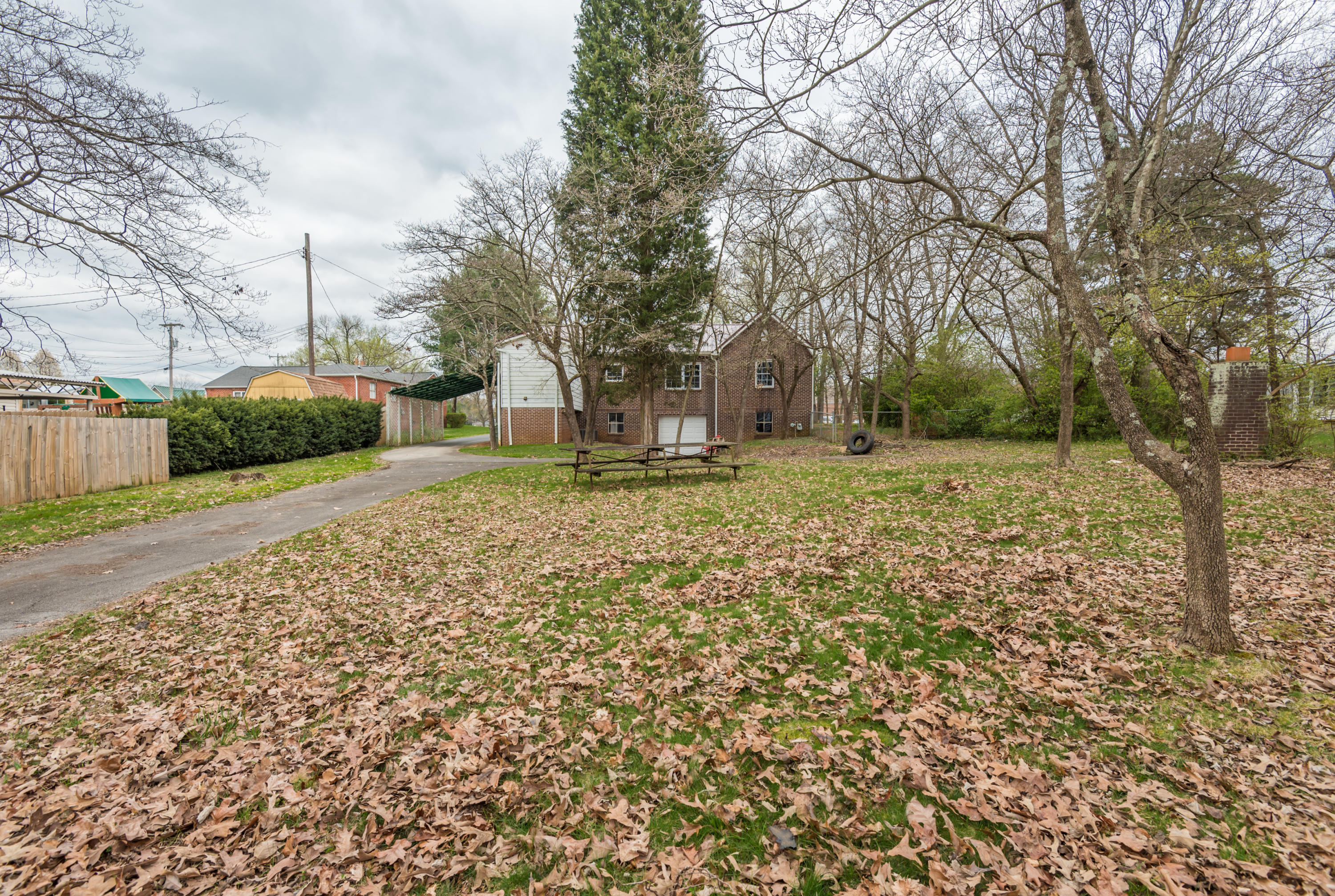 135 Park, Maryville, Tennessee, United States 37804, 3 Bedrooms Bedrooms, ,2 BathroomsBathrooms,Single Family,For Sale,Park,1033087