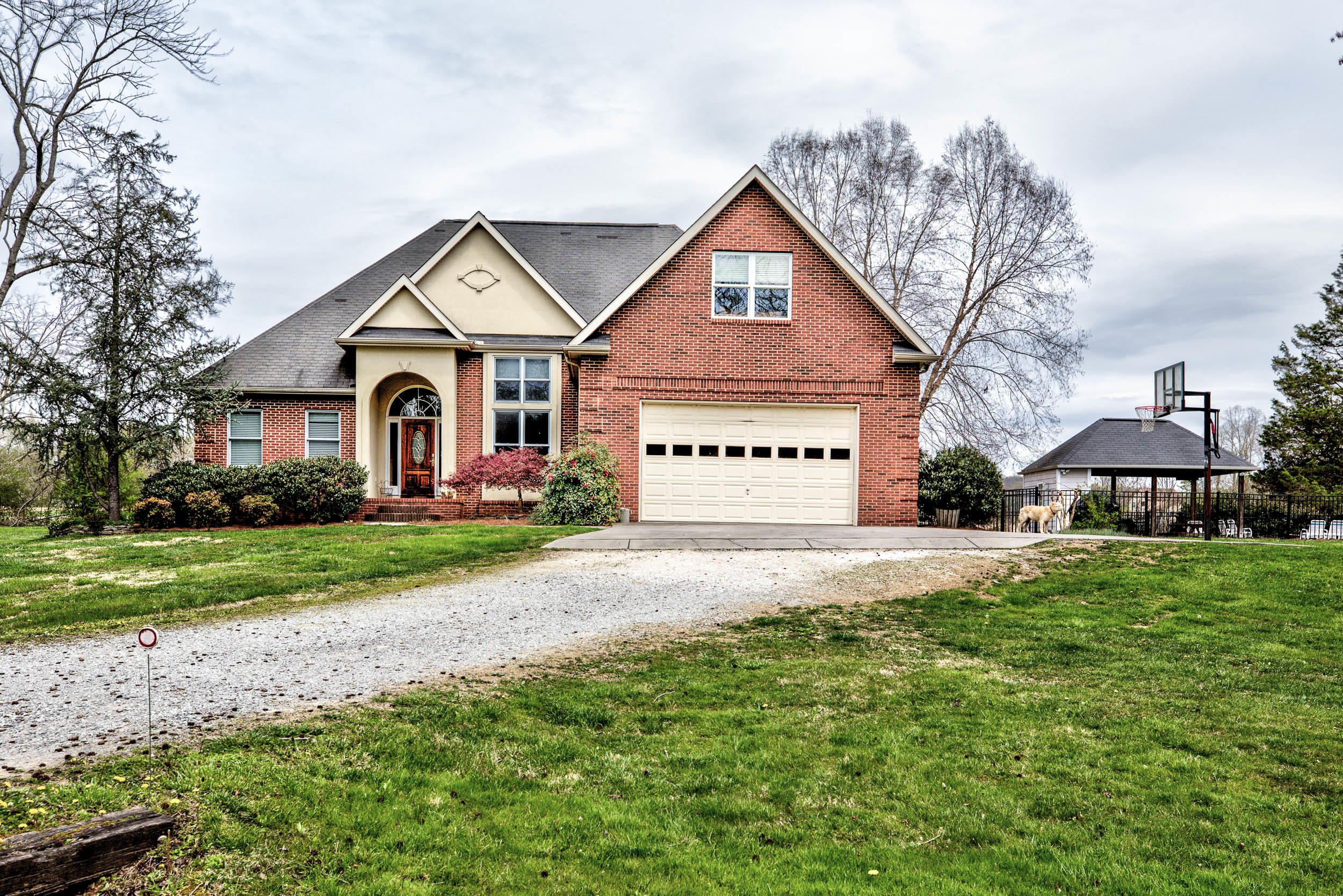 6800 Grassey Creek, Knoxville, Tennessee, United States 37931, 4 Bedrooms Bedrooms, ,3 BathroomsBathrooms,Single Family,For Sale,Grassey Creek,1037417
