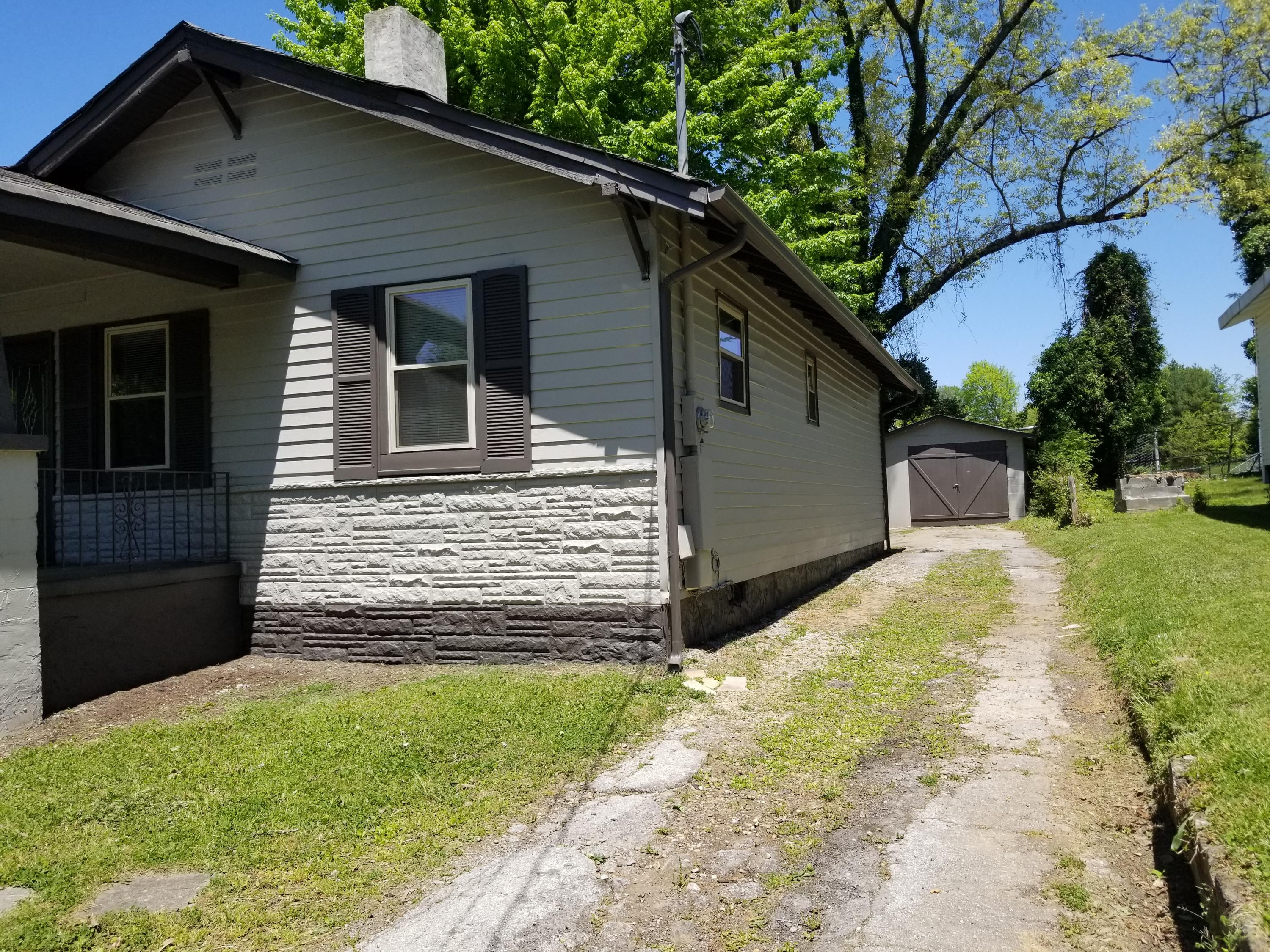 428 Hembree St, Knoxville, Tennessee 37914, 3 Bedrooms Bedrooms, ,2 BathroomsBathrooms,Single Family,For Sale,Hembree,1040110