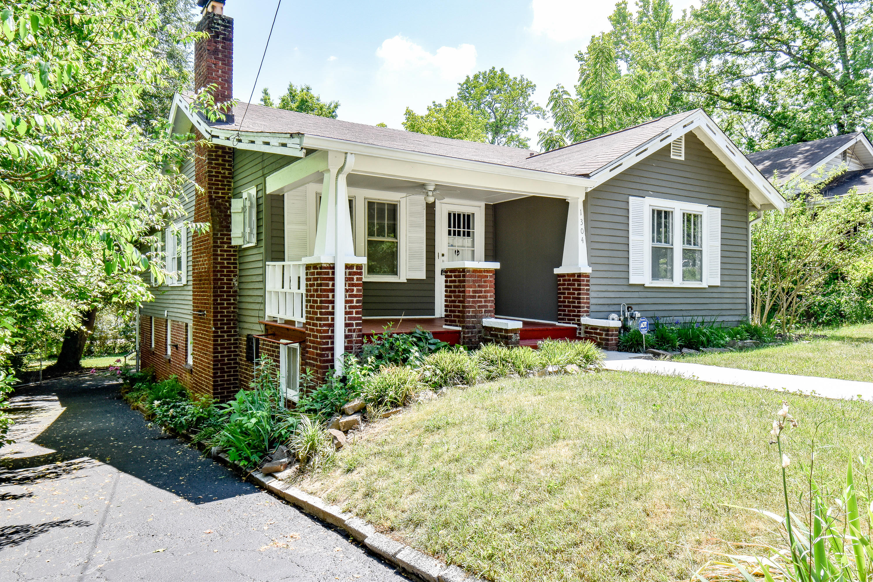 1304 Pembroke, Knoxville, Tennessee, United States 37917, 3 Bedrooms Bedrooms, ,2 BathroomsBathrooms,Single Family,For Sale,Pembroke,1042400