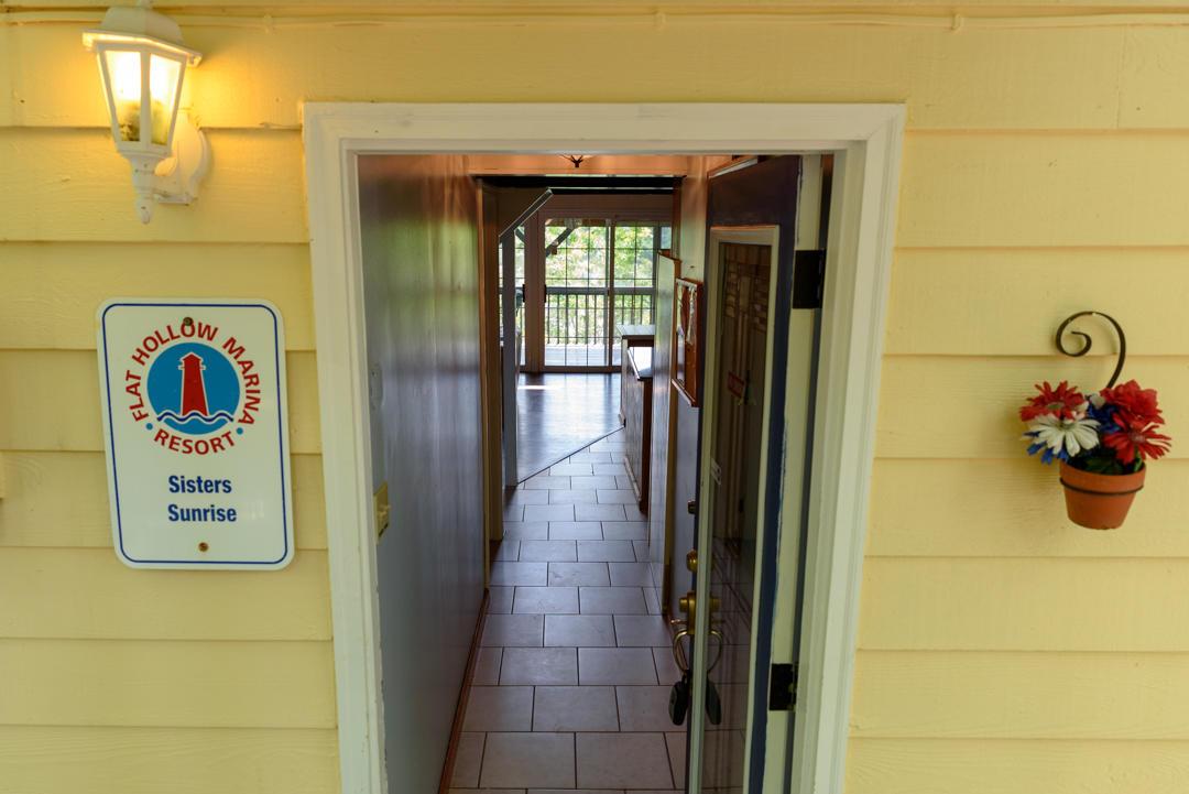 915 Flat Hollow Marina Rd: