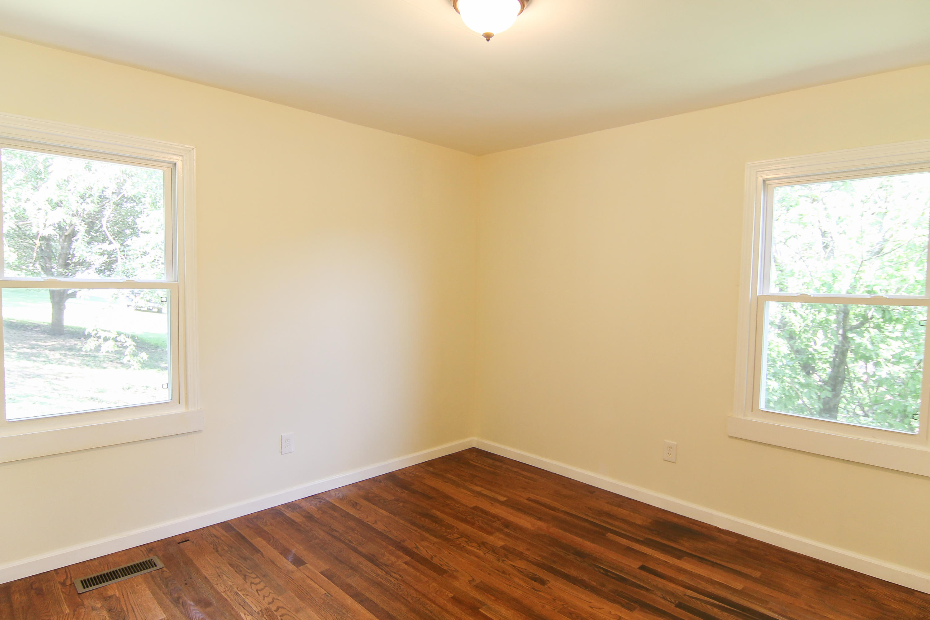 1815 Mcteer St, Knoxville, Tennessee 37921, 2 Bedrooms Bedrooms, ,1 BathroomBathrooms,Single Family,For Sale,Mcteer,1048333