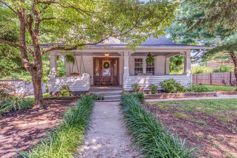 601 Cedar Lane, Knoxville, Tennessee 37912, 3 Bedrooms Bedrooms, ,2 BathroomsBathrooms,Single Family,For Sale,Cedar,1049289